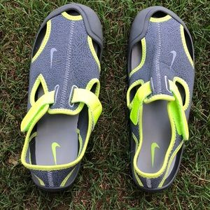 Nike boys water shoes size 3